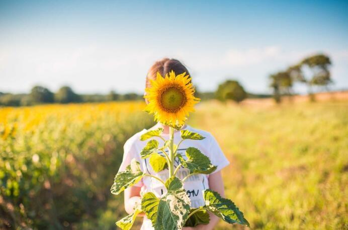 人们只有看到了生活的意义,才能感受到你想要的幸福 🌻