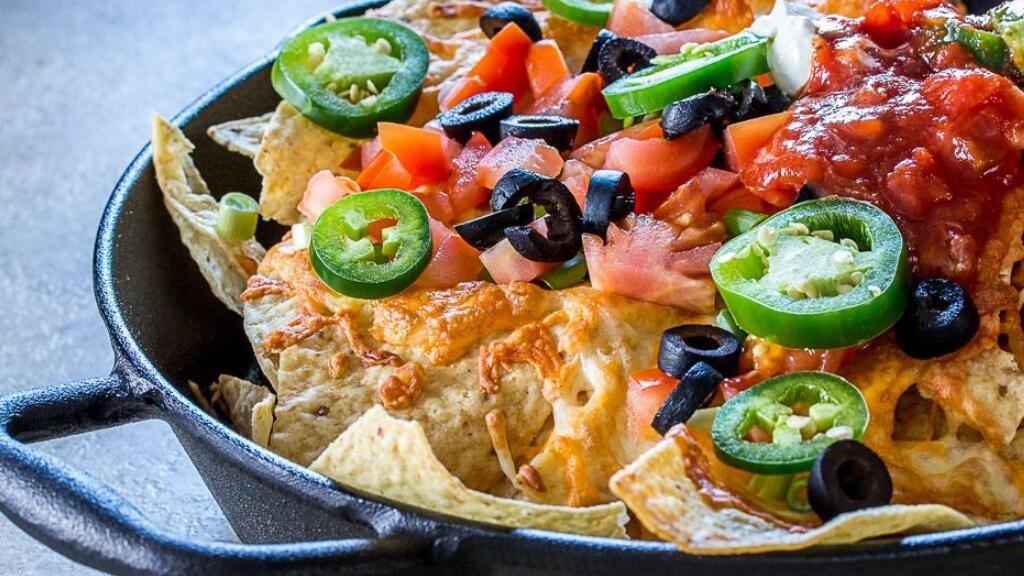 和朋友们坐在电视机前,想吃点小零食?做点墨西哥玉米片试试看~