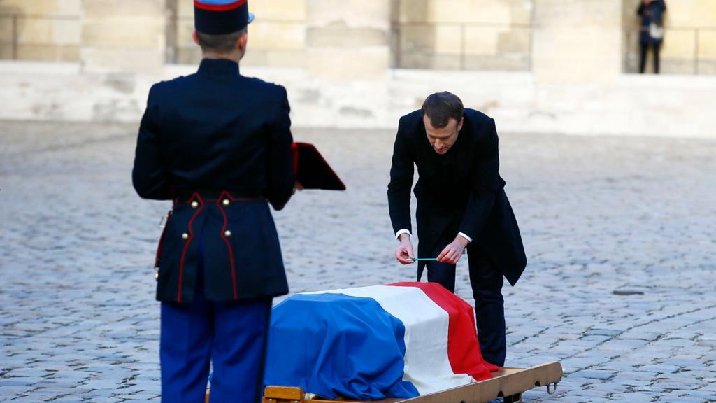 中法双语 | 法兰西学院院士让·端木松离世,总统马克龙在其墓前感人演讲🇫🇷