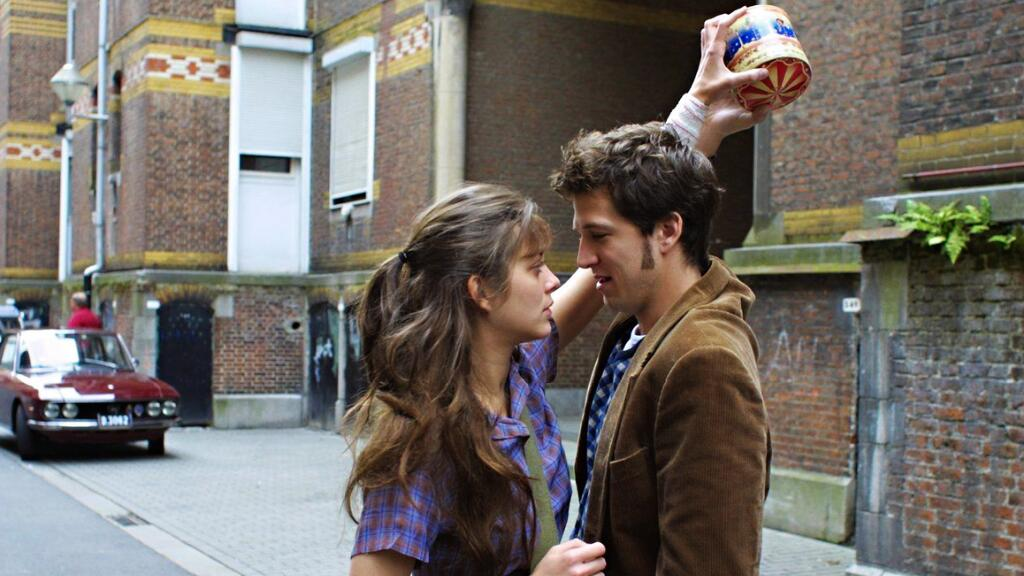 《两小无猜》片段欣赏:你敢不敢站在车顶吻我?