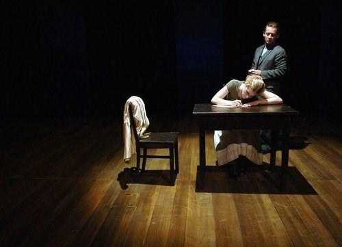 《阴谋与爱情》:亲人入狱,恋人反目:强权压迫下露易丝的命运将何去何从